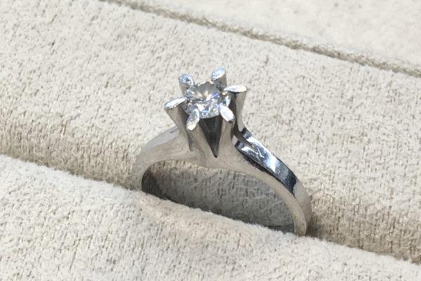 立てツメダイヤリングを出っ張りのない指輪に作り替えた事例