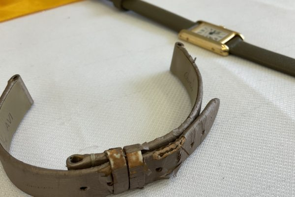 夏ですね!時計のベルトを替えて気分転換しましょう!カルティエの腕時計