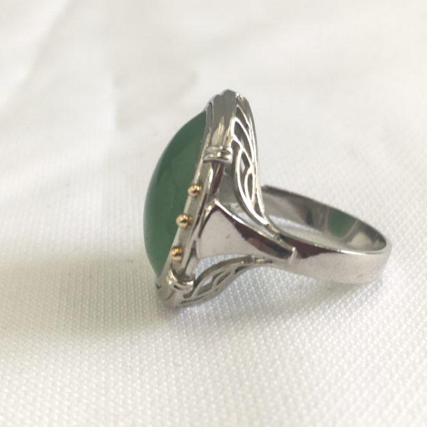 大きな宝石がついている指輪をペンダントに作り替え BEFORE