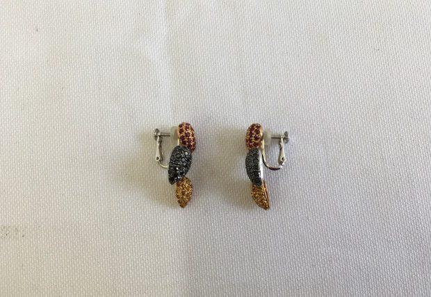 二人のお嬢様へご自身のイヤリングをペンダントにリフォームした事例 BEFORE